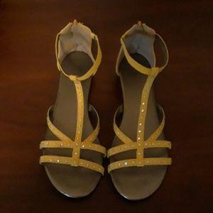 💛👌Yellow Zip Up Sandals With Rhinestones Size 8
